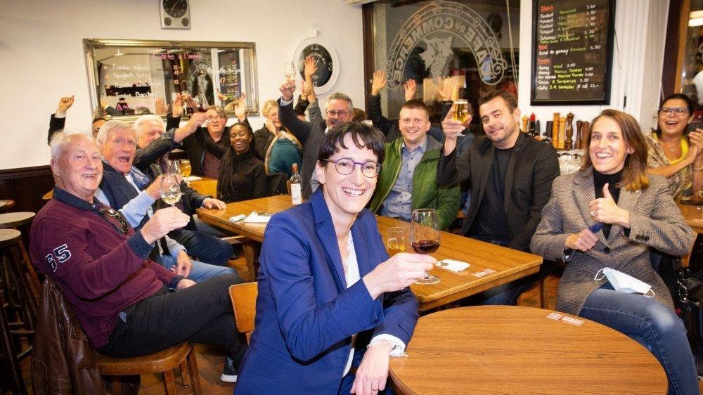 La présidente de Martigny Anne-Laure Couchepin Vouilloz, meilleure élue de la journée, accompagnée d'autres élus PLR et de partisans.