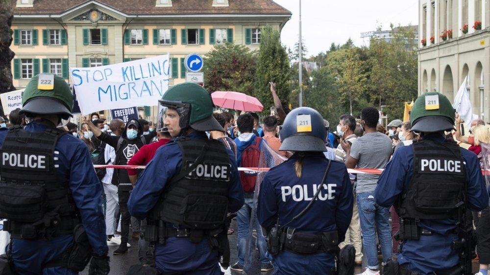 Selon les manifestants, la police a tiré et fait usage de gaz lacrymogènes.