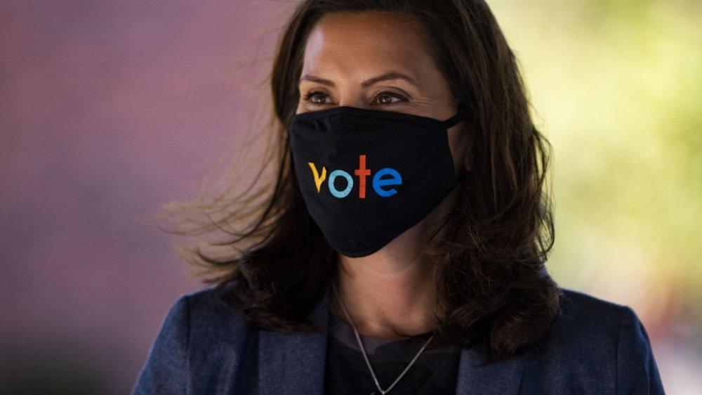 La démocrate Gretchen Whitmer, gouverneure du Michigan, a fait l'objet d'une tentative d'enlèvement de la part d'un groupe d'extrême droite.
