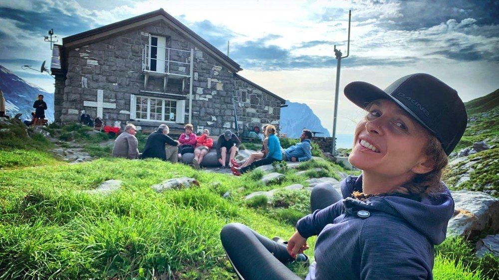 A travers Beeheidi, Sandra Rouiller permet aux touristes de partir à la découverte de la montagne aux côtés de coureurs de trail valaisans.