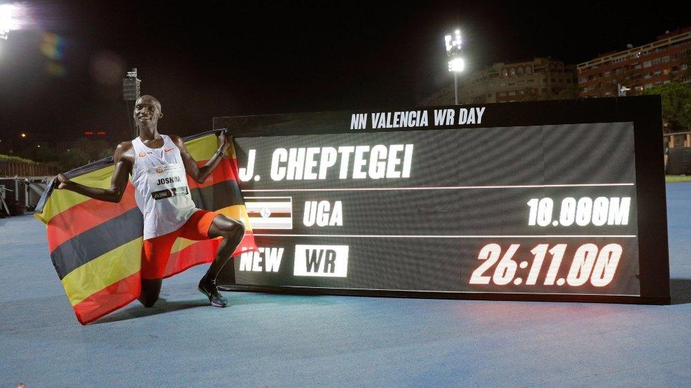 Joshua Cheptegei a battu les records du 5000 et du 10 000 mètres en moins de deux mois.