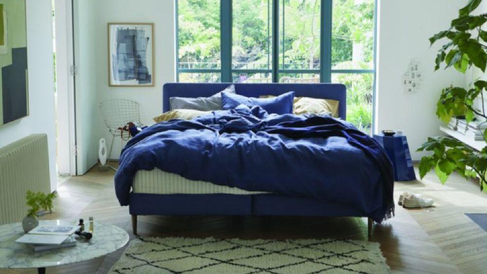 Ce lit boxspring associe le savoir-faire traditionnel de la marque Vispring avec une esthétique contemporaine.