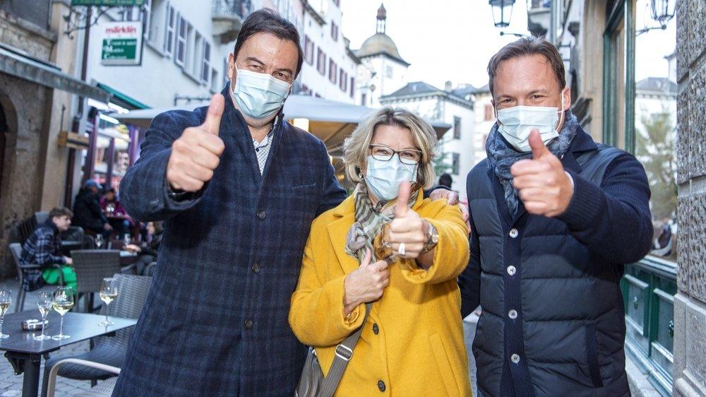 Les trois élus PLR, Philippe Varone, Nadine Pardo et Raphaël Marclay ont le sourire derrière le masque. Leur parti devient la première force électorale de la commune.
