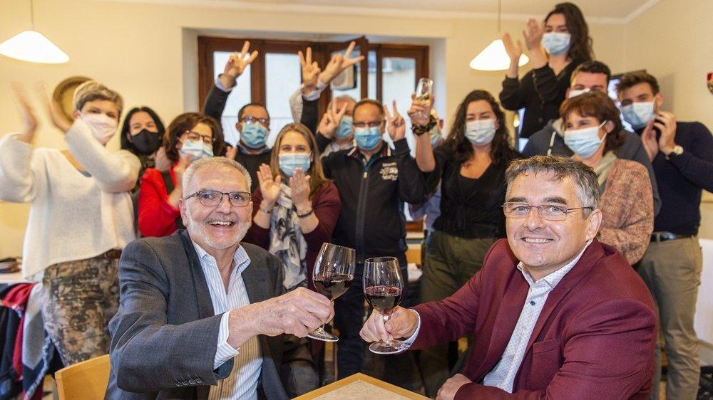 Avec son élection, Pascal Coudray de l'Alternative vétrozaine (à droite sur la photo) ravit la majorité absolue au PDC de Vétroz.