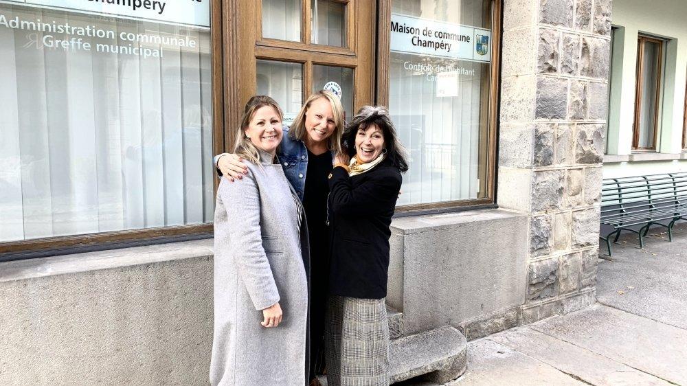 Trois femmes heureuses au Conseil communal: Claudine Rey-Bellet, Sophie Zurkirchen (PDC), et Aude Gex-Collet (Avenir Champérolain).