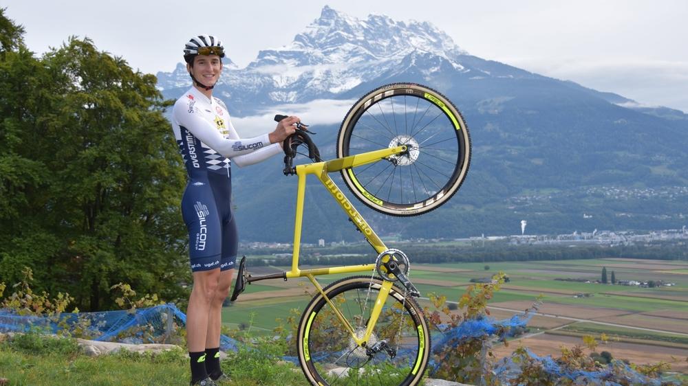 Gilles Mottiez présente sa nouvelle tenue et son nouveau vélo.