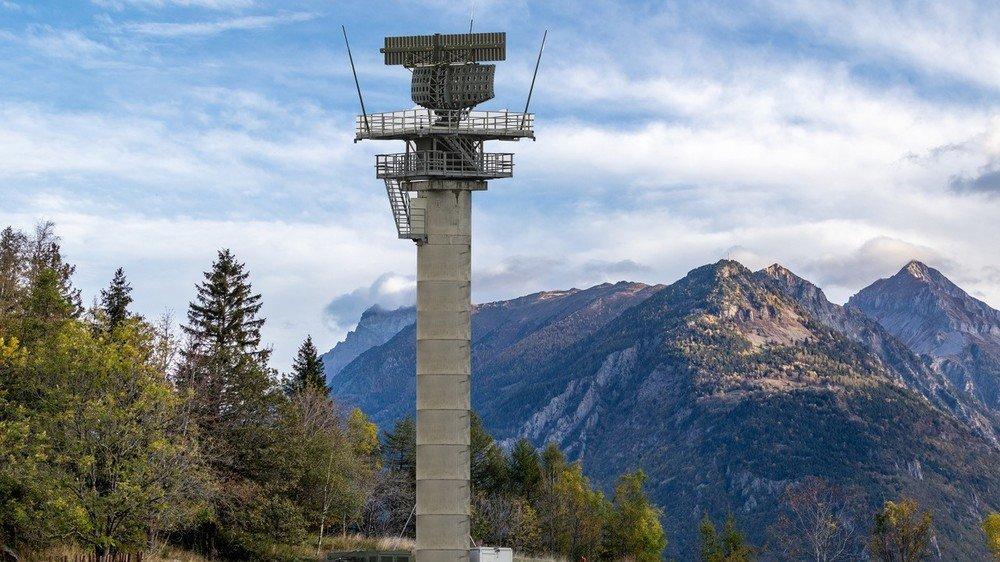 D'une hauteur de plus de 30 mètres, le radar de surveillance aérienne projeté par l'armée à Ravoire dominera l'ensemble de la vallée du Rhône.