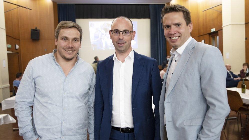 Trois sièges pour le PLR: Arnaud Dubois (à gauche) et Fabien Girard entourent Fabrice Thétaz, meilleur score de ce scrutin.