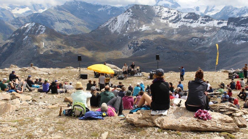 Pour la Mountain Session de la cabane des Becs de Bosson, Sophie Hunger s'est produite à 3000 mètres d'altitude.