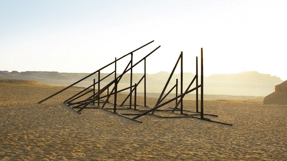 """En avant-goût de celle de la Ferme-Asile, l'installation """"Negma"""" de l'artiste Sandrine Pelletier réalisée en 2016 dans le désert de Fayoum, en Egypte. Courtesy Sandrine Pelletier."""