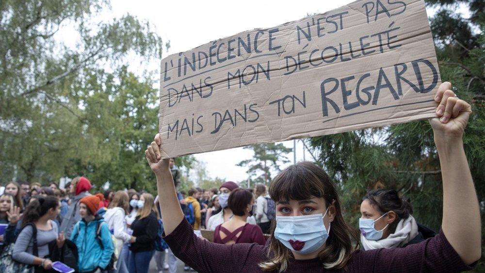 Fin septembre, des élèves genevois avaient protesté contre le t-shirt de la honte.