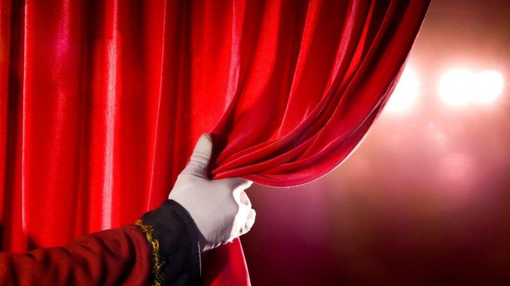 Le rideau se lève sur la saison d'automne dans les théâtres. Tout n'est pas simple, les contraintes sont grandes, mais les salles et leurs directions entendent bien travailler du mieux qu'elles peuvent.
