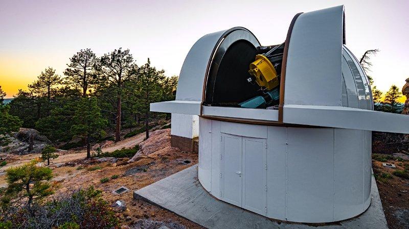 Les chercheurs du Pôle national de recherche PlanetS ont eu recours à un instrument spécialisé, le télescope SAINT-EX.