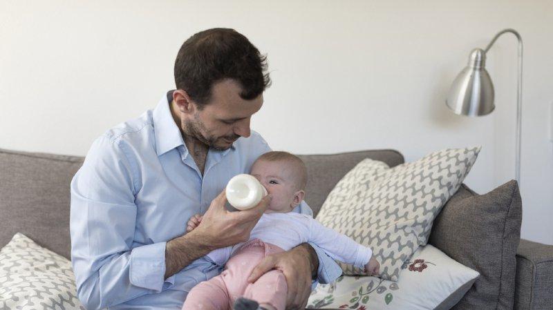 Congé paternité: les employés d'UBS auront droit à 4 semaines dès 2021