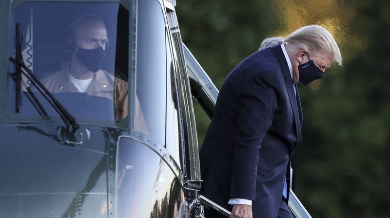 Présidentielle américaine: rassurant sur sa santé, Trump s'injecte un cocktail expérimental