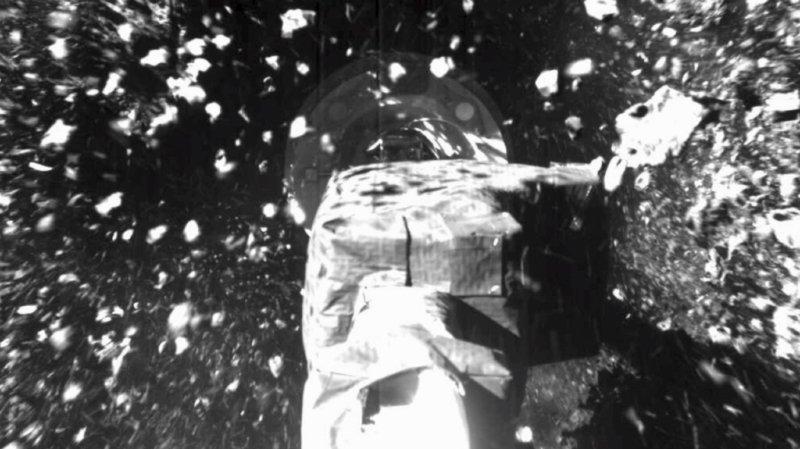Le bras de la sonde américaine Osiris-Rex s'est enfoncé de 48 cm en profondeur dans le sol de l'astéroïde Bennu au moment du bref contact, à la surprise de la NASA (archives).