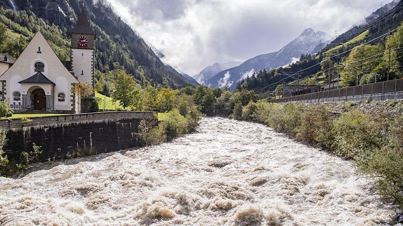 Ce week-end, à la suite de fortes précipitations en Suisse, des rivières, comme ici la Reuss près de Gurtnellen (UR), ont connu des crues.