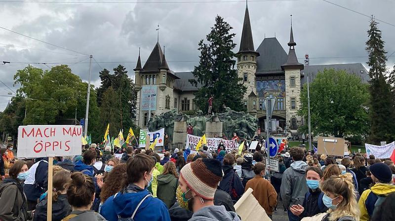 Grève pour le climat: près de 2000 jeunes à Berne