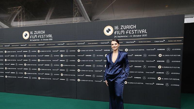 Juliette Binoche sur le tapis vert du Zurich Film Festival pour recevoir l'Icône d'or honorant toute sa carrière.