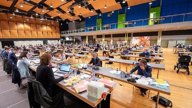 Le Grand Conseil s'apprête à accorder six mois de plus à la constituante (ici en séance à Brigue) pour mener à bien ses travaux.