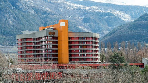 Jeudi, 103 personnes souffrant du Covid étaient hospitalisées. Le Centre hospitalier du Haut-Valais se prépare, dans la mesure de ses possibilités, à accueillir des patients du Valais romand si nécessaire.
