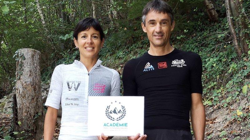 Athlètes reconnus dans le milieu du trail, Sara Escobar Carron et Serge Lattion, moniteur J+S, prennent en main les entraînements des jeunes dans la partie purement trail.