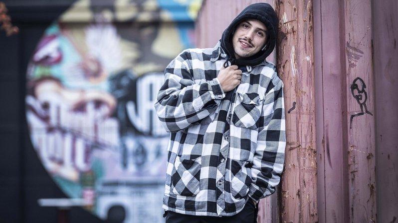 Jeune Hustler, le «sale gamin» repenti qui éduque et rappe