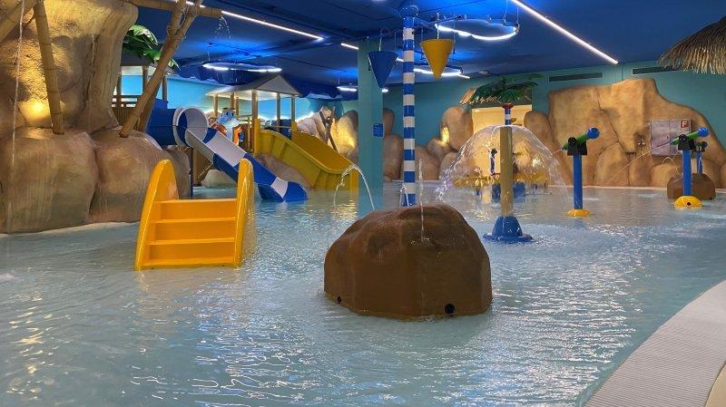 Jets d'eau, toboggans et décor de cartoon attendent les moins de 6 ans à Sharkyland.