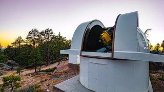 Astrophysique: des Suisses découvrent deux exoplanètes autour d'une naine rouge