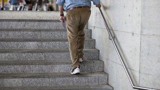 Prévention des chutes: un senior suisse sur deux s'entraîne régulièrement