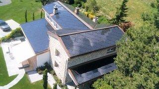 Le prix solaire éclaire une villa valaisanne à énergie positive