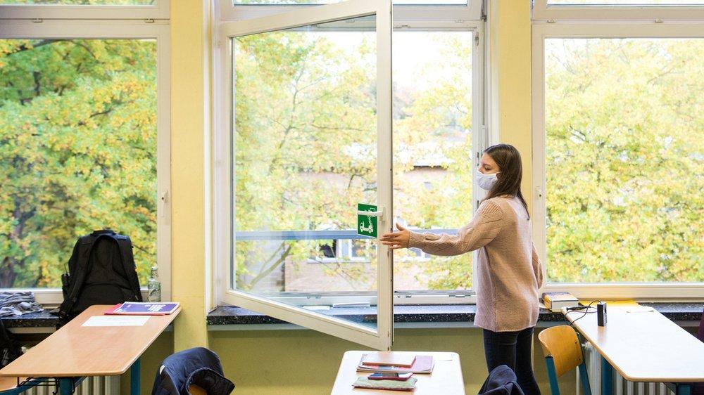 L'aération régulière des salles de classe fait partie des plans de protection des écoles valaisannes.