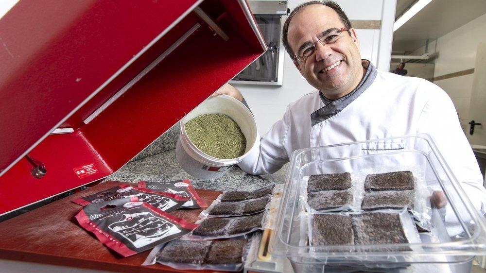 Philippe Baratte, professionnel de la gastronomie, a créé un produit original, à base de bœuf, dans son laboratoire de Vionnaz.