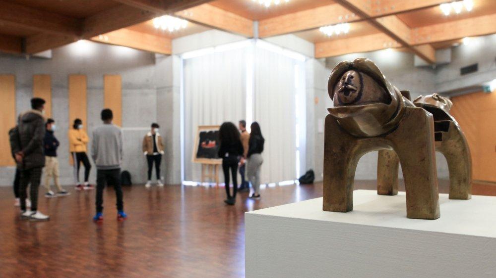 Deux œuvres se sont fait la belle pour montrer l'art iranien à des élèves allophones de Martigny. Une expérience qui sera sans doute reconduite.