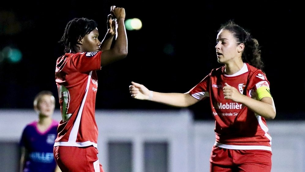 Le FC Sion, ici avec Filomena Tuia et Diana Ferreira, qui évolue en 1re ligue, est l'équipe qui se place au plus haut niveau.