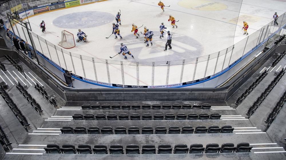 La Ligue nationale de hockey n'a pas encore décidé, formellement, si elle poursuivra son championnat à huis clos.