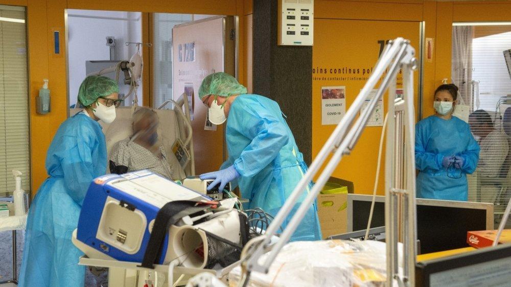 Reportage aux soins continus à l'hôpital de Sion qui s'occupe en majorité des cas Covid-19, le 5 novembre 2020.