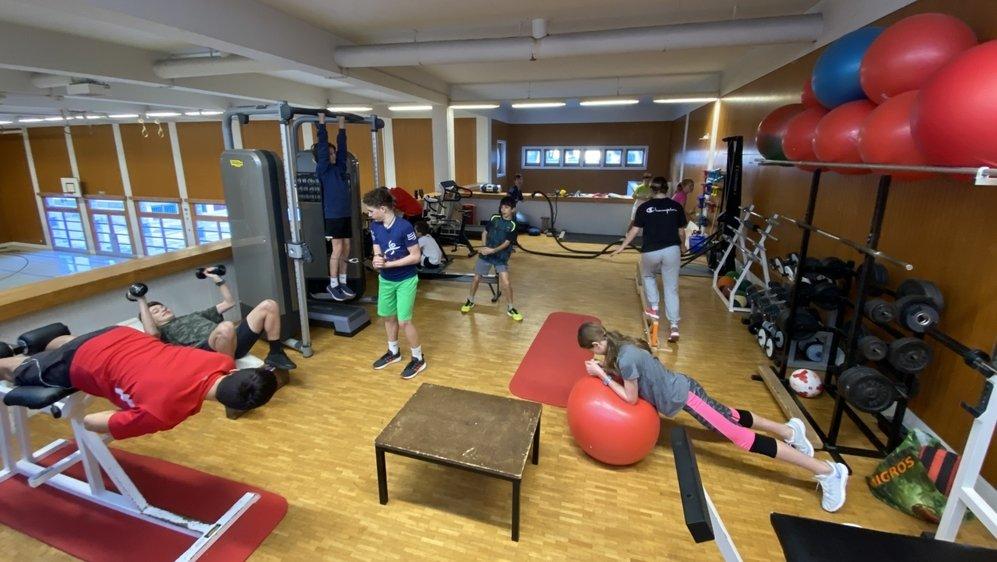 Une fois par semaine, au cycle d'orientation de Grône, tous les élèves de la classe bénéficient d'un cours de préparation physique.