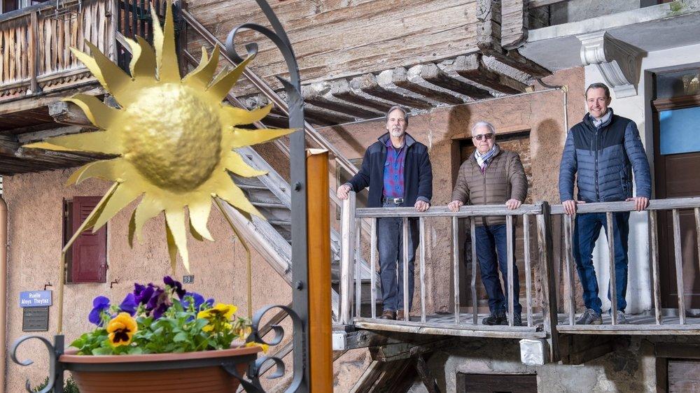 De g. à d.: Antoine Theler et Claudy Zufferey sont les chevilles ouvrières de ce projet. Ils sont accompagnés par Joël Rey, président de l'Association du quartier de Tservetta.