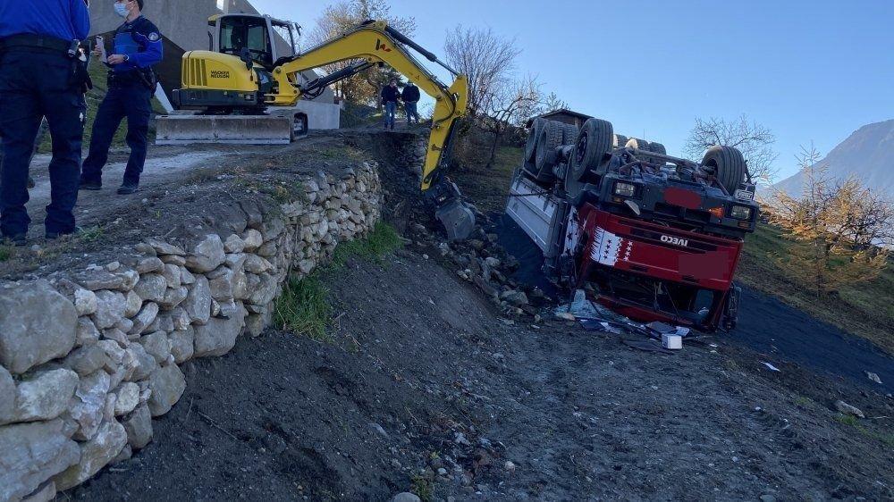 La police a ouvert une enquête pour déterminer les causes exactes de l'accident qui a envoyé un camion dans le fossé sur les hauts de Saxon.