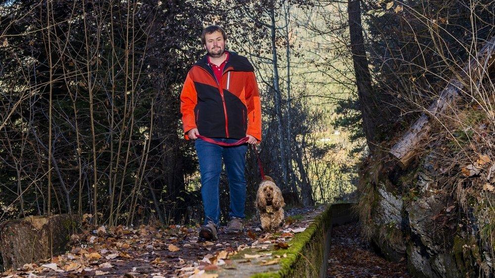 Grâce à Yamba, Guillaume David, épileptique, peut désormais se balader en forêt en toute confiance.