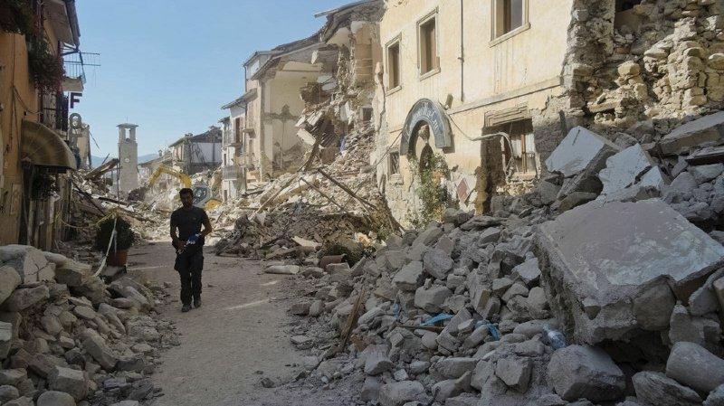 Séisme en Italie: la plainte deposée par Amatrice contre Charlie Hebdo jugée irrecevable