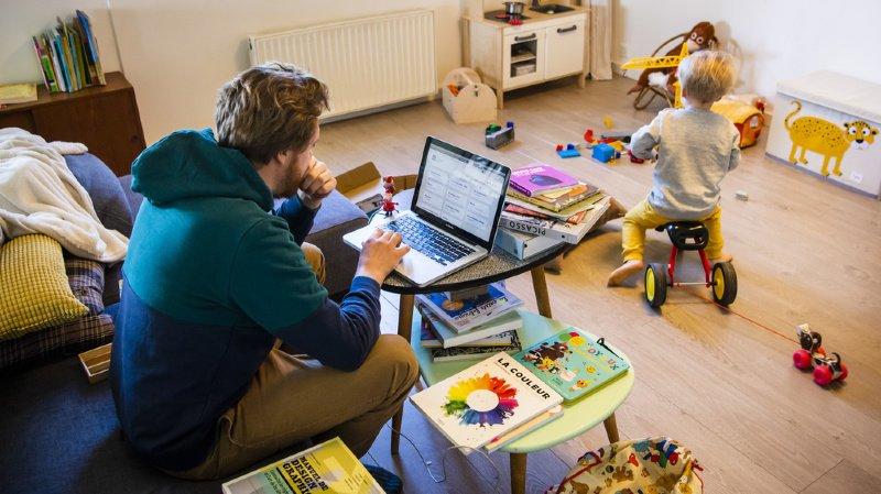 Travail: une majorité de Suisses décalent leurs horaires pour s'occuper de leur famille