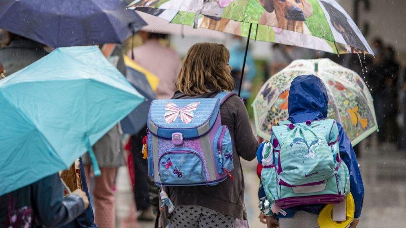 Les grands bâtiments, l'absence de lumière, la pollution de l'air ou encore les tensions et les bagarres sont tout autant de points négatifs relevés par les enfants lorsqu'ils pensent à ce qui les repousse sur le chemin de l'école. (illustration)