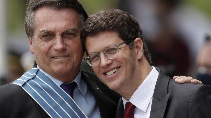 Brésil: le président Bolsonaro met de l'eau dans son vin