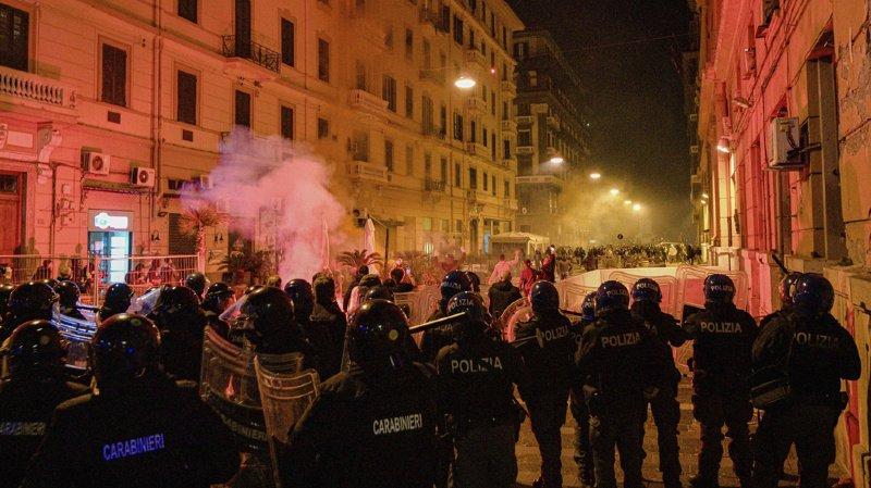 Coronavirus: heurts entre des manifestants contre le couvre-feu et la police en Italie