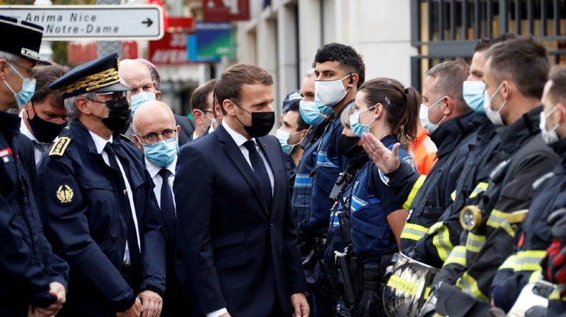 """Le président français Emmanuel Macron a dénoncé une """"attaque terroriste islamiste"""" qui a fait trois morts à la basilique Notre-Dame de Nice."""