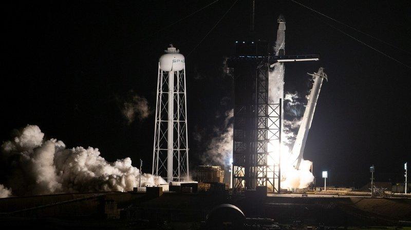 Espace: une fusée de SpaceX en chemin vers l'ISS avec quatre astronautes