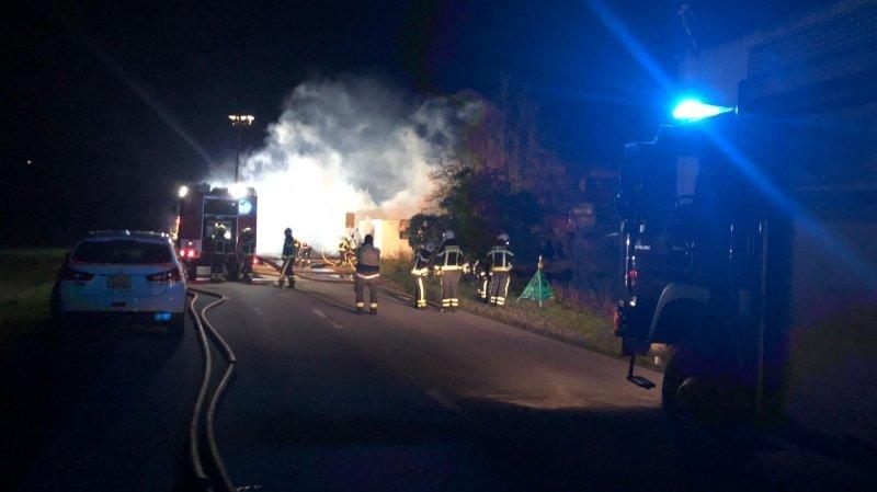 Incendie vendredi soir à Sion: l'explosion serait due à une bonbonne d'air comprimé