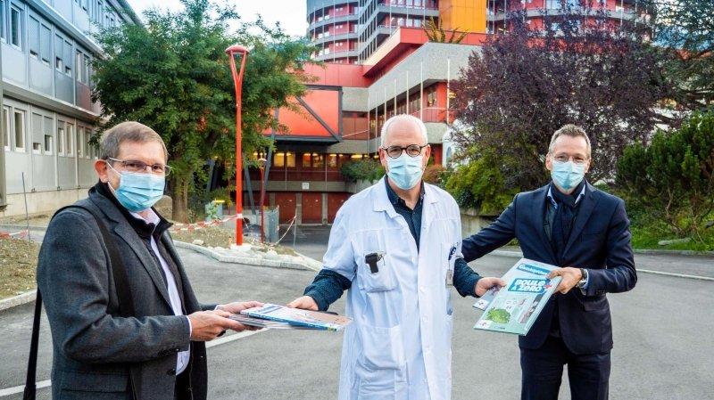 """Les BD """"Boule à zéro"""" ont été remises à l'Hôpital du Valais pour être offertes aux enfants hospitalisés."""